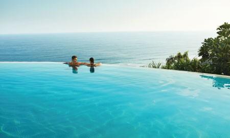#BebaskanLangkah Staycation Singkat di Hotel dengan Infinity Pool Cantik