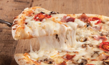 Best in Town: 5 Resto dengan Menu Mozarella Cheese Terunik!