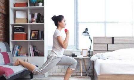 Alasan Gerakan Squats Sangat Baik Bagi Kesehatan Wanita Muda