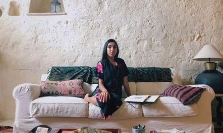 Buku Rupi Kaur yang Menyentuh Banyak Pembaca di Dunia