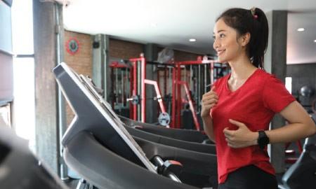 Treadmill vs Elliptical Trainer, Mana Yang Lebih Aman Untuk Cedera Lutut?