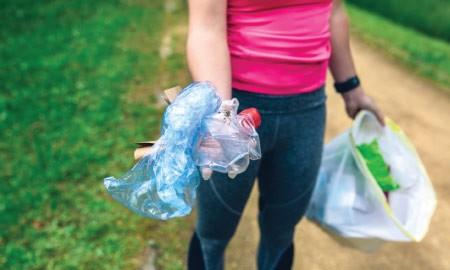 Olahraga Sembari Membersihkan Sampah, Plogging Patut Kamu Coba!