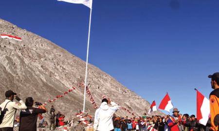 Rekomendasi Gunung untuk Upacara HUT RI yang Bisa Kamu Datangi