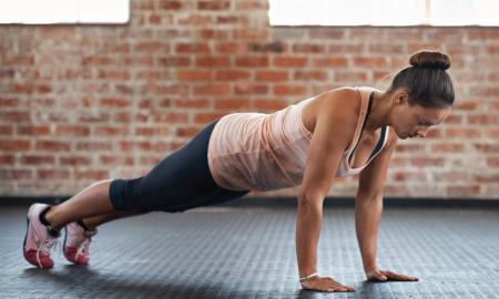 Coba Gerakan-gerakan Olahraga Sebelum Tidur Ini, Supaya Tidurmu Nyenyak