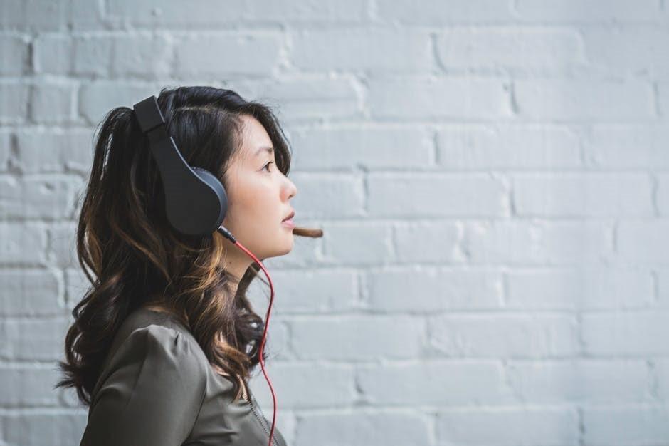 Beli Headset Biar Dengerin Musik Makin Maksimal