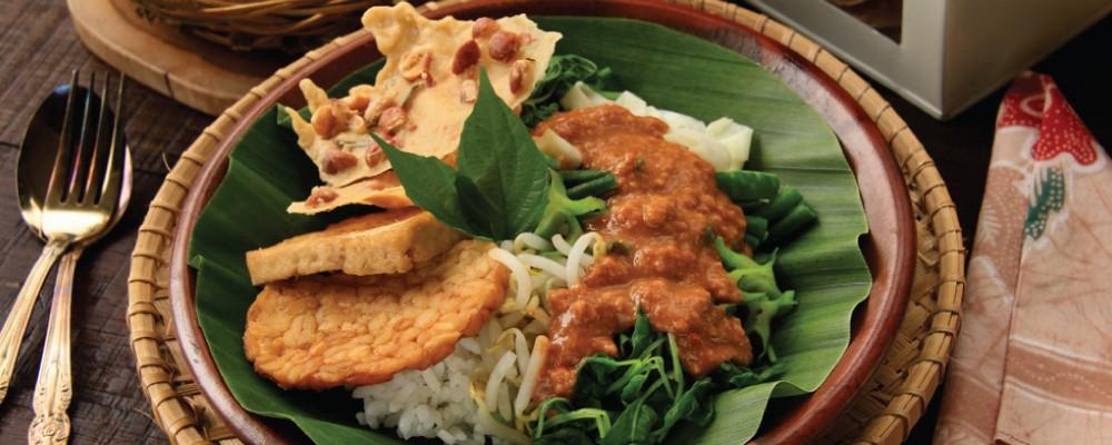 Asah Pengetahuan Kamu Tentang Nasi Pecel, Menu Sarapan Favorit Orang Indonesia